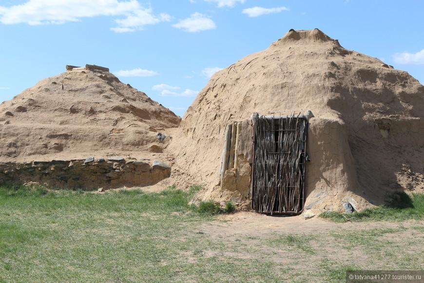 Древние глинянные жилища.