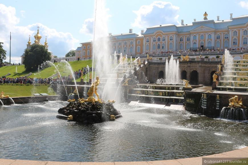 Да. Петергоф – это сказочное место, наш российский Версаль. Поездка туда окажется незабываемой, а впечатления останутся на всю жизнь.
