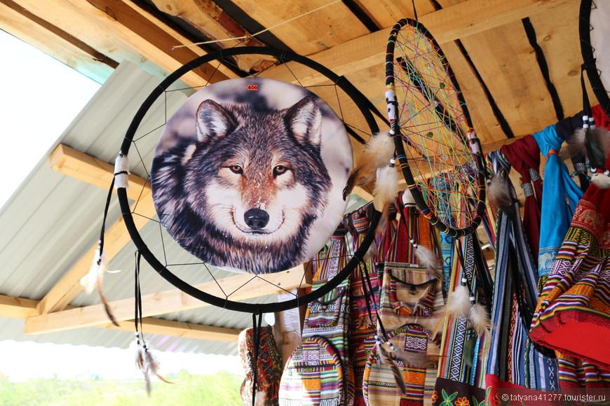 Также имеются торговые лавочки и магазинчики с разными эзотерическими и шаманскими штучками.