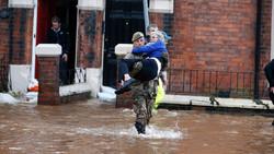 Наводнение в Великобритании: более тысячи человек эвакуированы