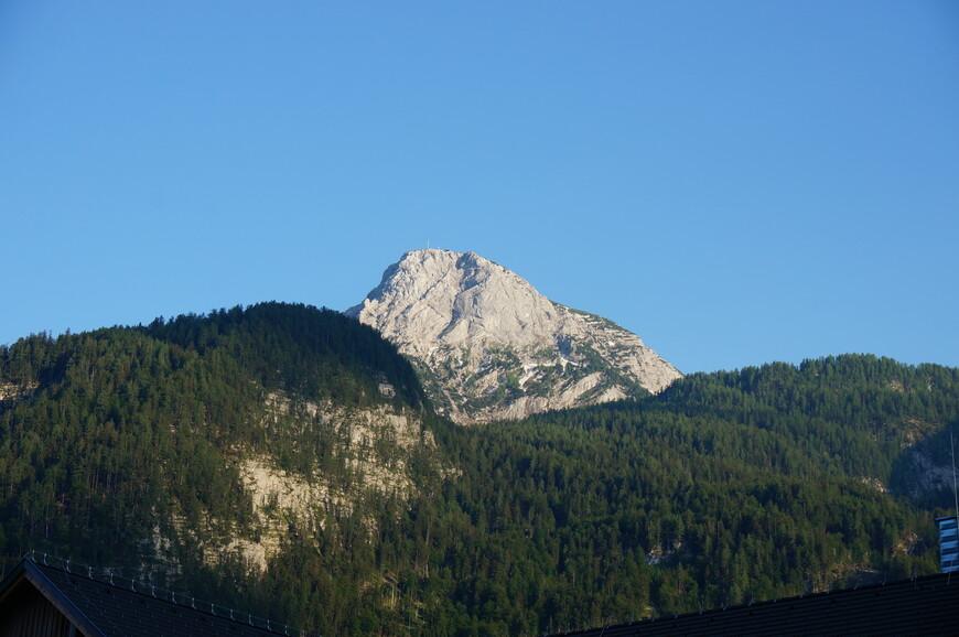 На вершине этой горы и находится смотровая площадка 5 пальцев