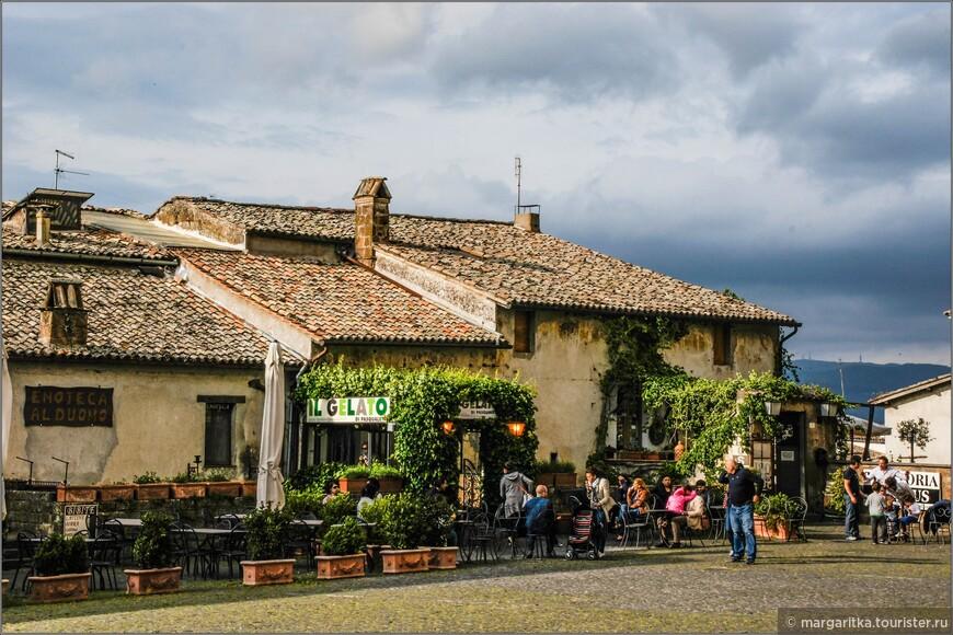 кафе и рестораны с северной стороны площади Дуомо