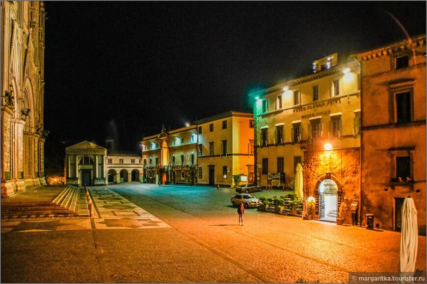 она же вечером из окна в номере Hotel Virgilio 3*