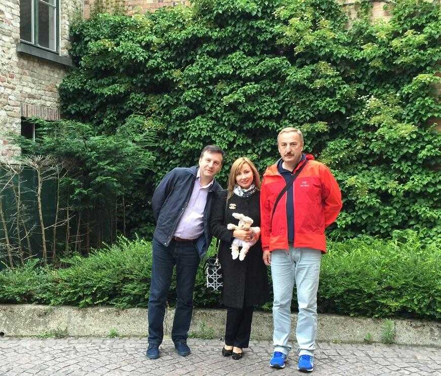 Бизнес-партнеры Сергей и Алексей в туре по Бенилюксу, просто фото на память.