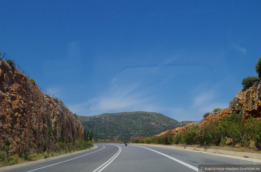 Дороги Крита хорошие даже в горных маленьких деревушках!