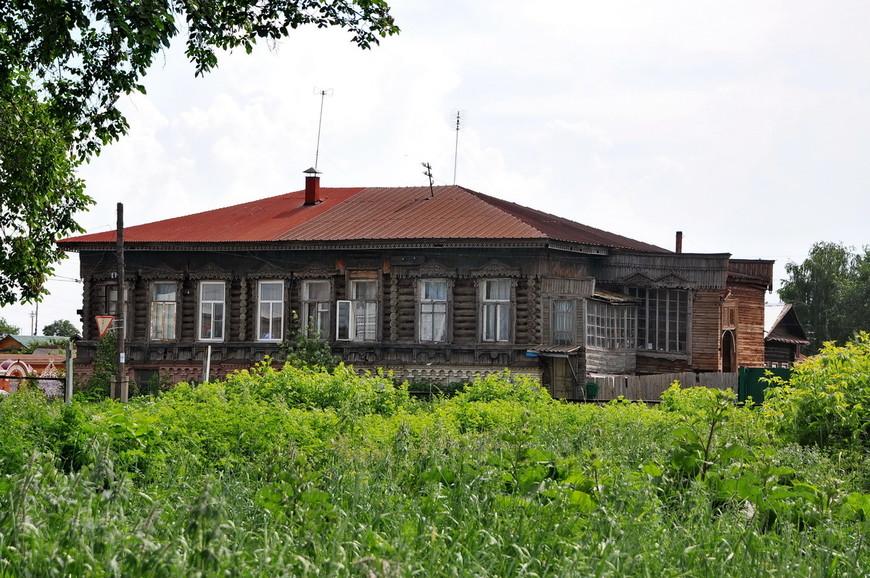 09. Пример деревянного зодчества. Город считается самым старым в области, основан был на 2 года раньше Челябинска.