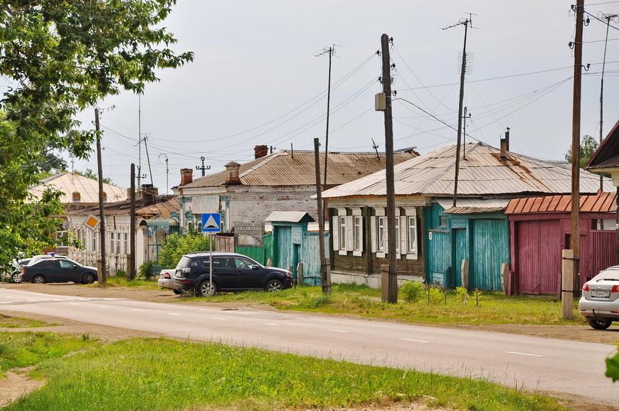 12. Местами очень поход на деревню, по сути ей и является. Статусом города Верхнеуральск обладает в основном благодаря своей истории.