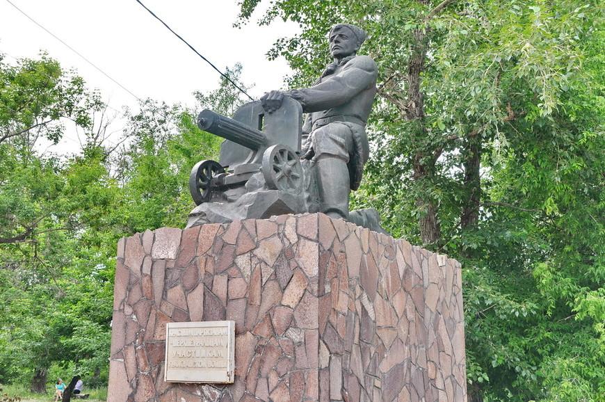 24. Памятник красноармейцам участникам гражданской войны.