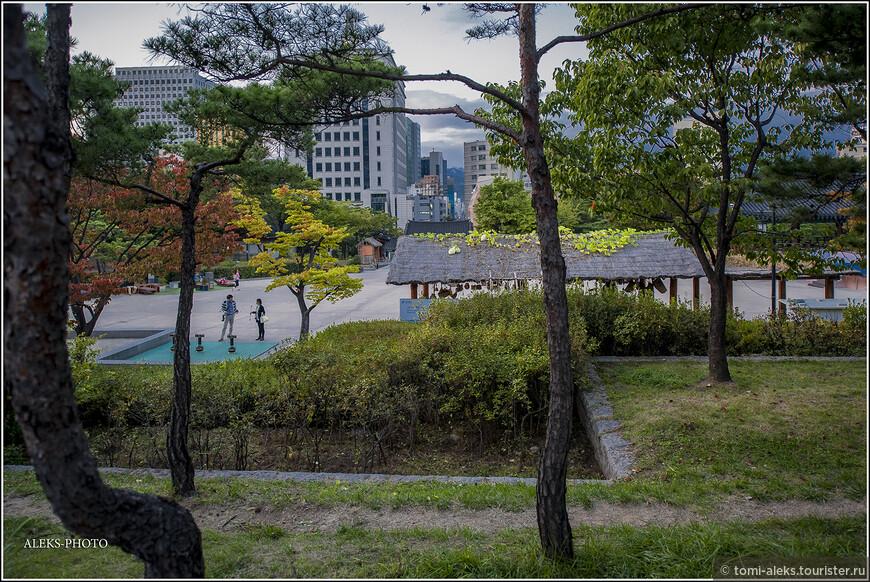 В первой половине октября деревья были еще далеко не желтые. К Концу нашей поездки, когда мы вернулись в Сеул, картинка была уже совсем другая...