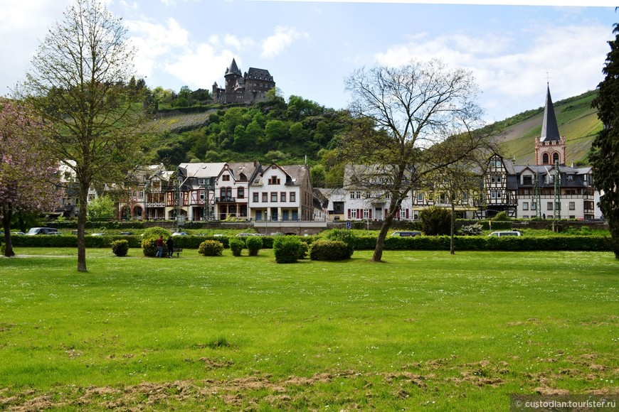 Крепость Шталек (Burg Stahleck) - первые упоминания относятся к началу XII века, сейчас это молодежный хостел.