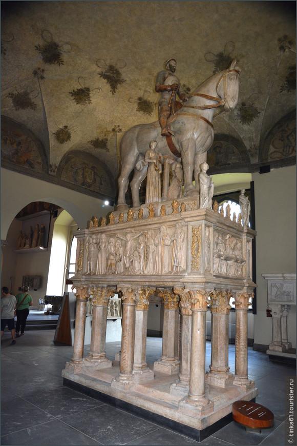 Экспозиции Музея античной мебели и деревянной скульптуры.