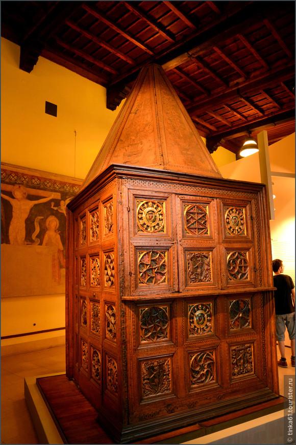 Особый упор  в музее сделан на образцы ломбардской  мебели.