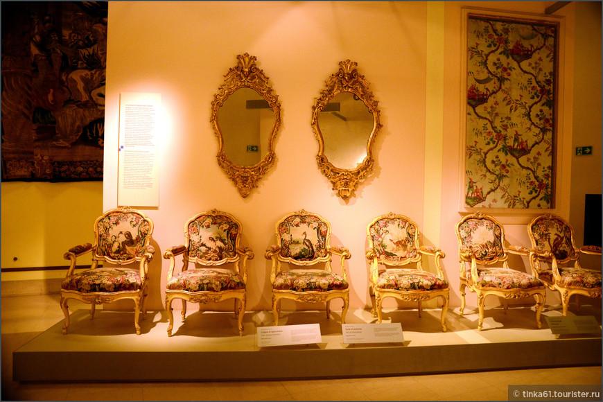 Почти 12 стульев.  Набор ломбардских стульев, 18 век.