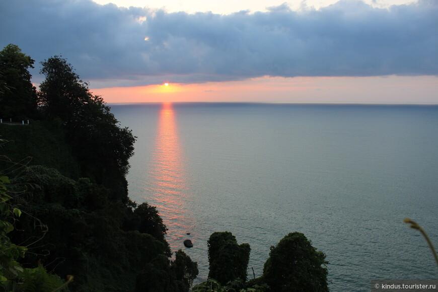 Закат над Чёрным морем впечатляет...