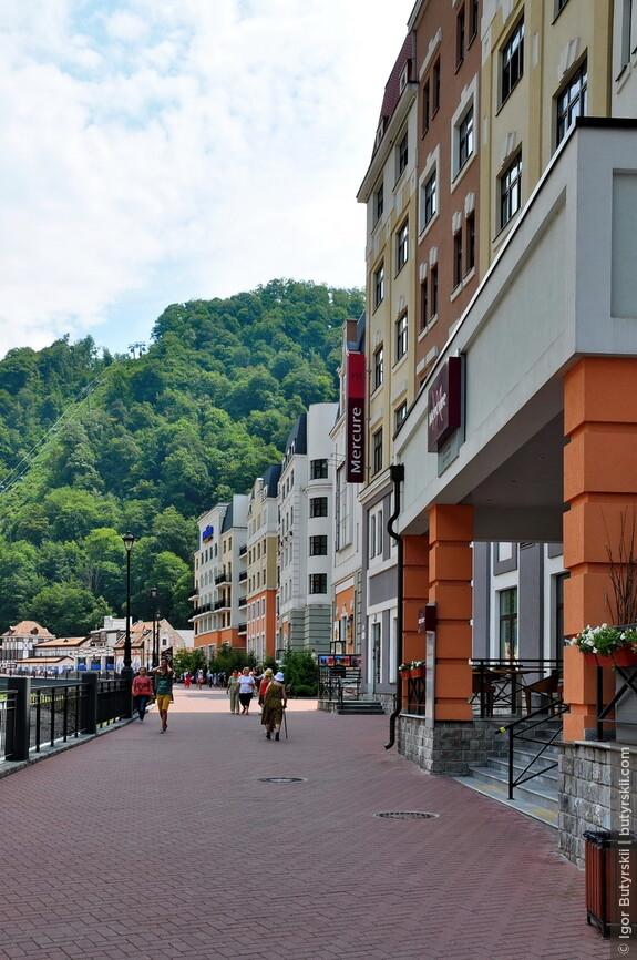 18. Управление «Роза Хутором» осуществляет французская Compagnie des Alpes, имеющая опыт управления крупнейшими альпийскими горнолыжными курортами.