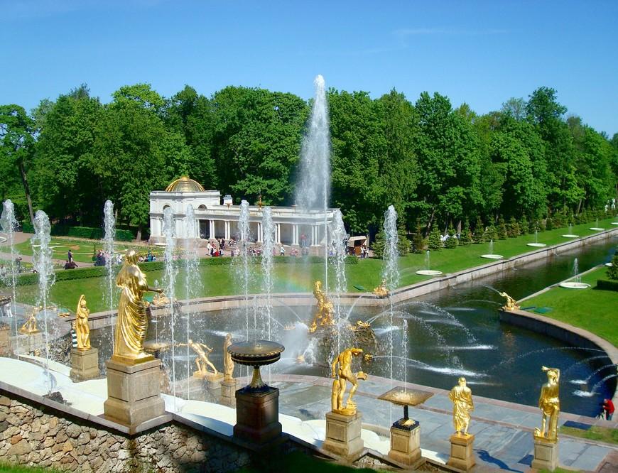 Удался проект на славу И прекрасен Петергоф Красотой своих фонтанов И богатствами дворцов