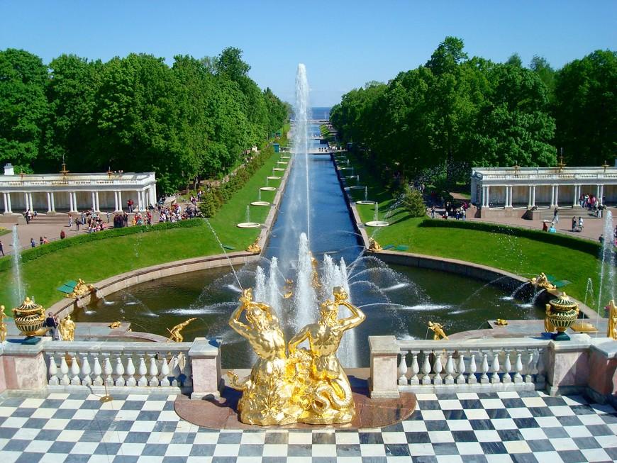 Петергоф – фонтанов праздник, Дивный град на берегу. Так угодно было Богу И великому Петру.