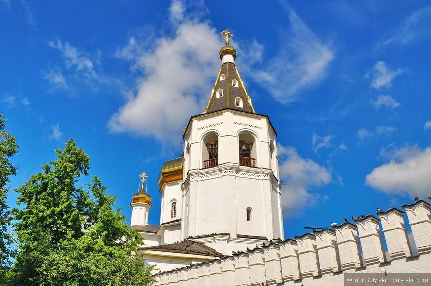 02. Монастырь является одним из старейших архитектурных ансамблей Сибири. Основан в 1616 году, до 1715 года назывался Спасо-Преображенским.