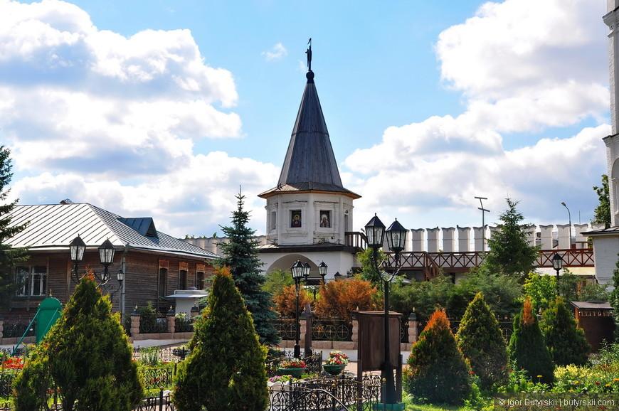 20. Смотрите, как красиво выглядит монастырь внутри.