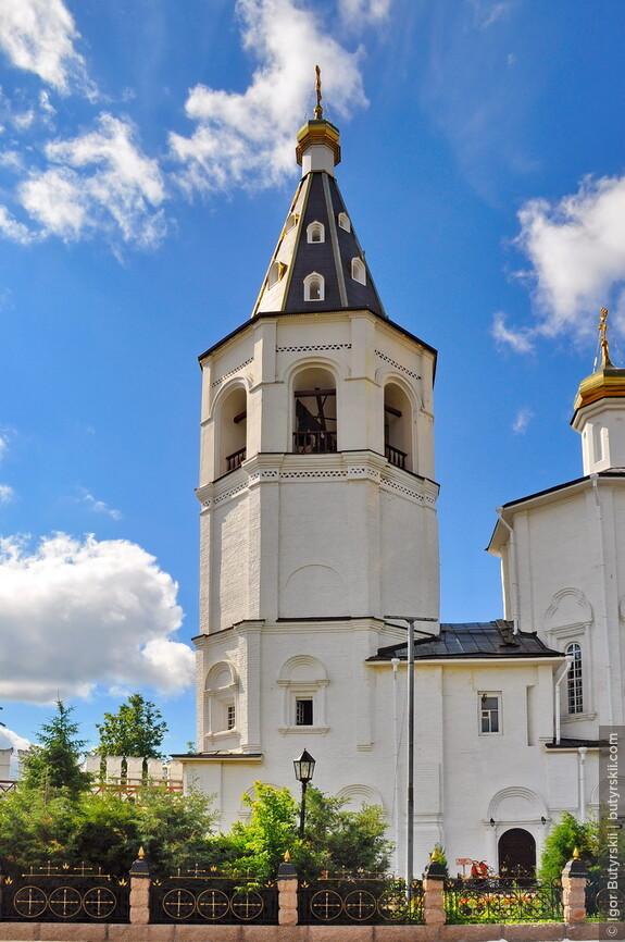 21. Шатровая колокольня церкви Петра и Павла.