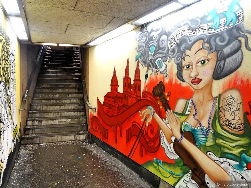 Креативное граффити в городском переходе