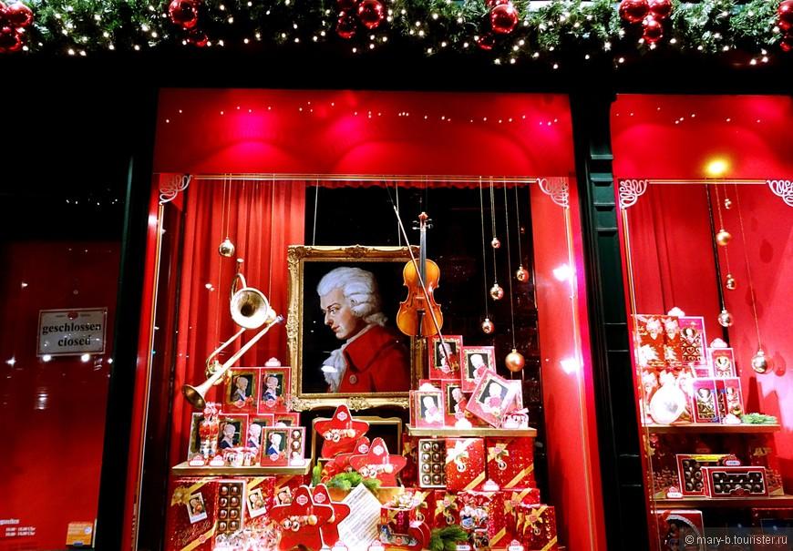 """Фирменный магазин конфет """"Моцарт"""". В обычных супермаркетах конфеты тоже продаются, и в немалом количестве, но не намного дешевле, и нет такого разнообразия подарочных вариантов наборов."""