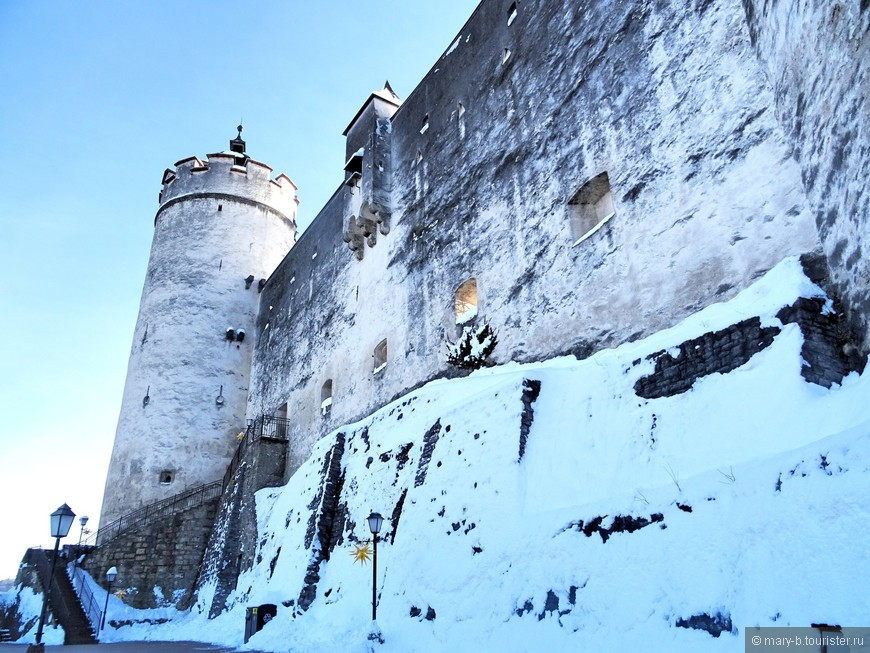 Начало строительства крепости Хоэнзальцбург датировано 11 веком, но от той постройки сохранился лишь фундамент. Современный облик крепость приобрела в 16 веке.