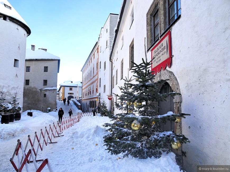 В разное время своей некороткой истории в стенах крепости располагались казармы, склады и тюрьма.