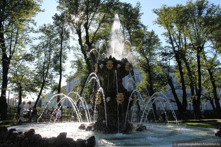 Коронный фонтан мне показался самым изящным и красивым.