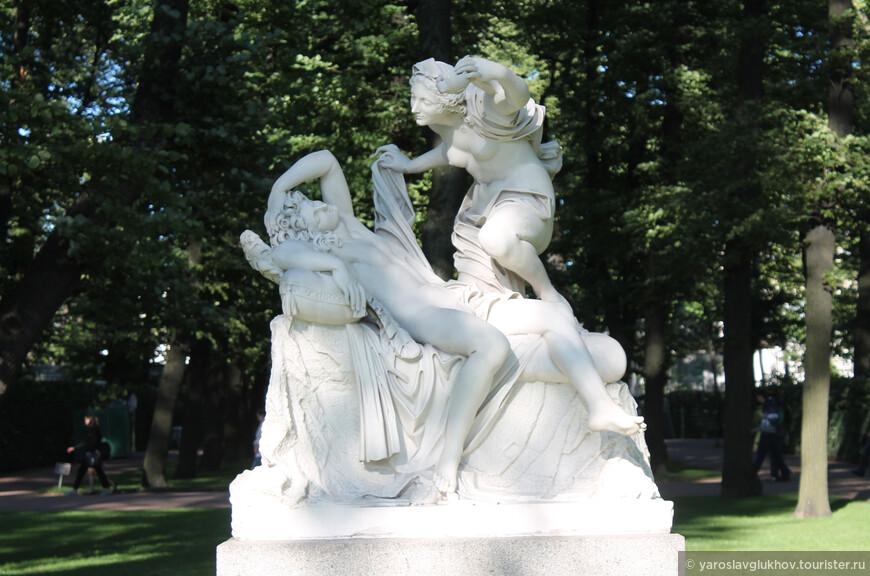 """Скульптурная группа """"Амур и Психея""""."""