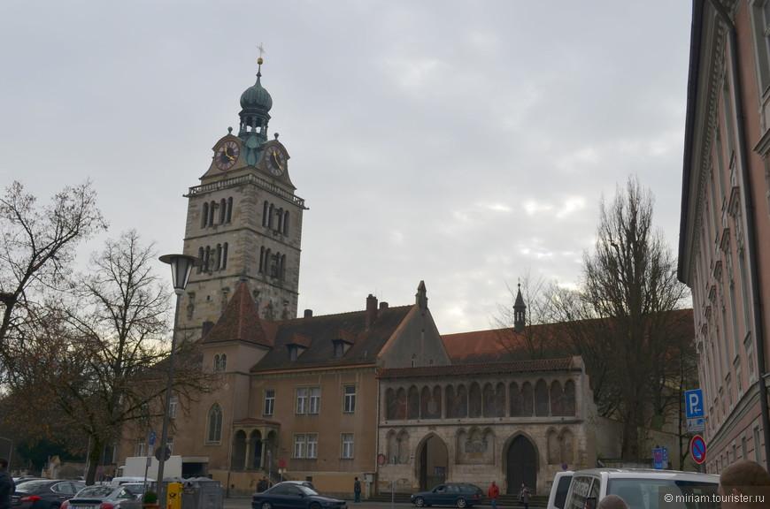 Бенедиктинский монастырь с церковью Св. Эммерама .  Монастырь является одним из старейших в Германии.