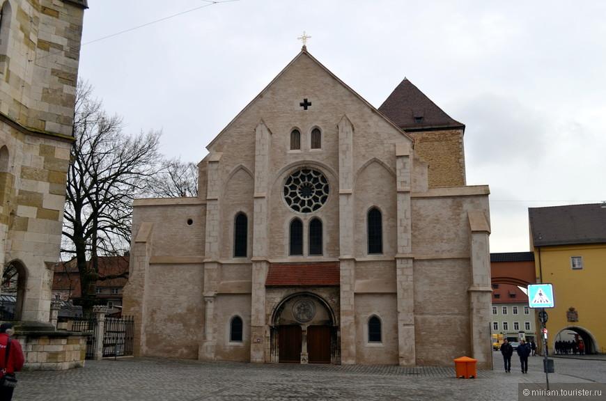 бывшая церковь Святого Ульриха, сейчас здесь находится музей христианского искусства.