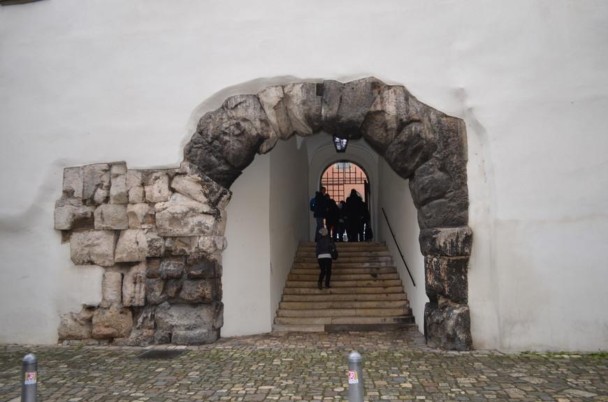 Ворота Римской крепости «Порта Претория» построены римскими легионерами во II веке на территории современного Регенсбурга.
