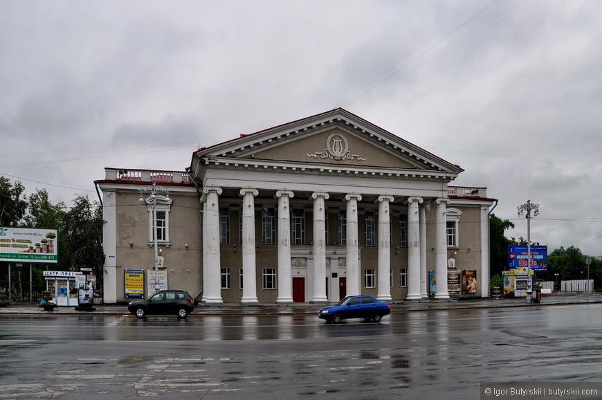 02. Советская архитектура преобладает в Кургане, не смотрите на год основания, найти исторические здания очень трудно.