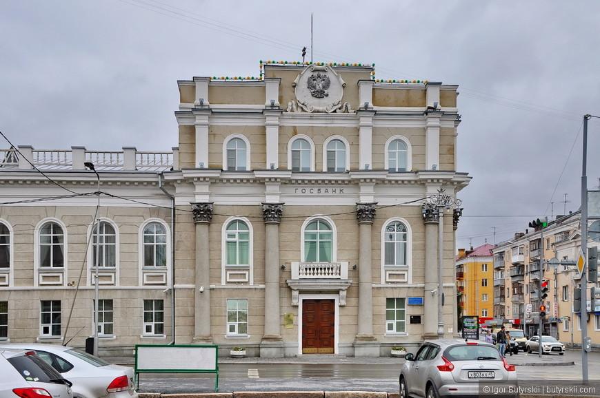 04. Хотя надо отметить, что советская архитектура в центре города довольно симпатичная, хотя и не помешало бы отремонтировать здания.