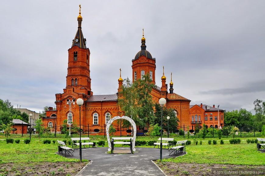 19. Только собор и радует, очень напоминает некоторые костелы, видимо, из-за того, что строились в одно время.