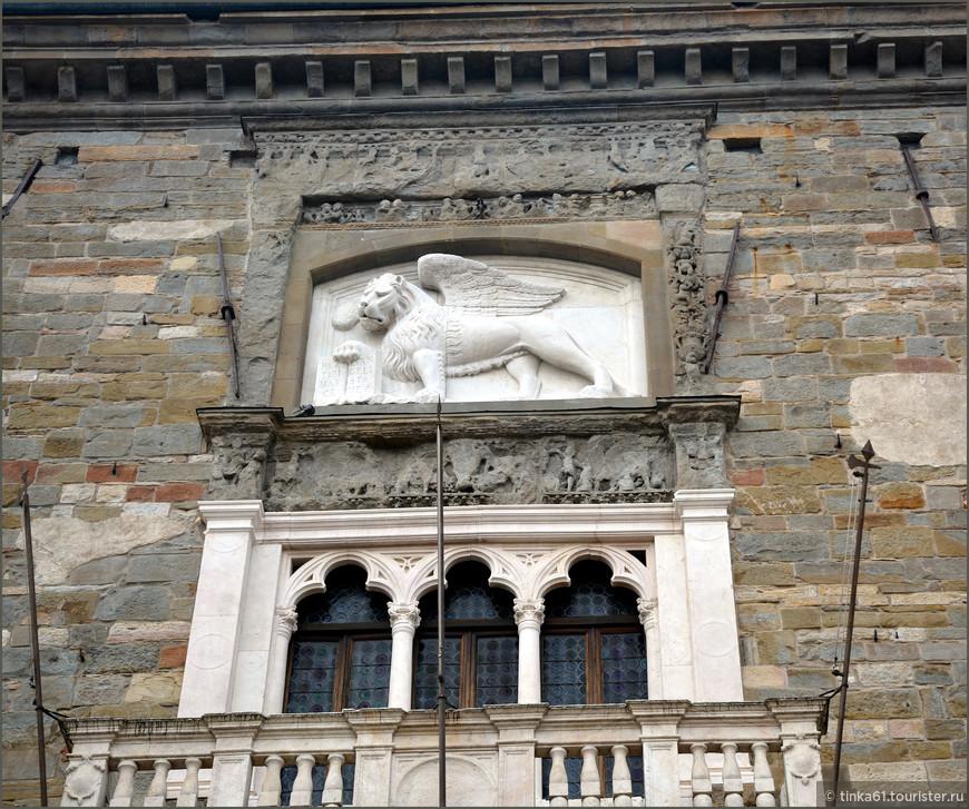 Венецианский крылатый лев,свидетельство венецианского прошлого Бергамо.