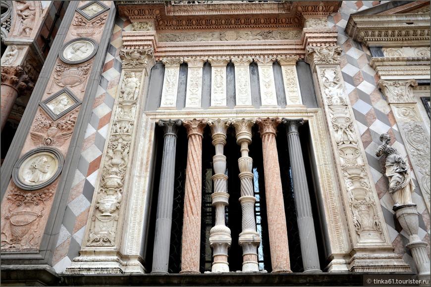 Детали фасада Капеллы