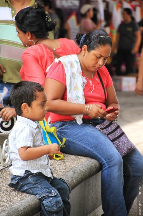 В Мексике никто никуда не спешит. В Тапачуле это заметно особенно. Все неспешно, размеренно, вальяжно. То ли климат не позволяет, то ли темперамент такой...