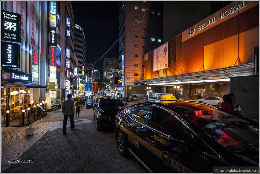 А мы потихоньку перейдем от очень увлекательного разговора о религии в Южной Корее к созерцанию красивых ночных огней Сеула. К теме христианства среди корейцев мы еще вернемся много раз - когда будем рассматривать многочисленные соборы в разных городах страны. Дело в том, что к 11% католиков в стране добавляются 18% протестантов разных толков. И вот тут - перевес на стороне именно христианства. Буддистов в Южной Корее меньше - 22%. А очень весомая часть жителей - 45% - вообще относят себя к людям не верующим. даже очень странно все это для капиталистической Южной Кореи.