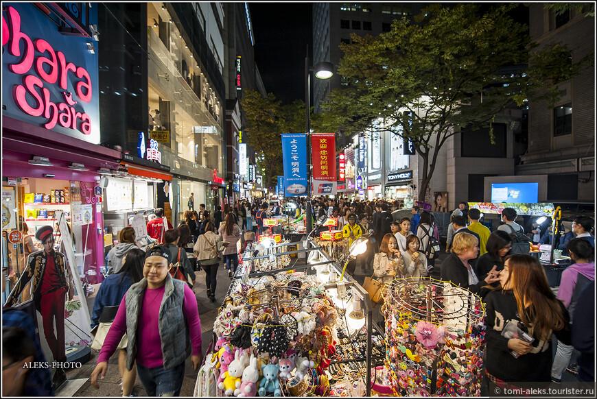 Район Мендон называют одним из самых корейских мест столицы страны. А корейцы очень любят торговые центры. По сути, весь район - сплошной торговый центр.