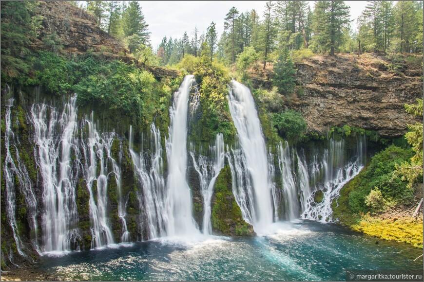 вид водопада с полпути к низу, метров этак с 50-70
