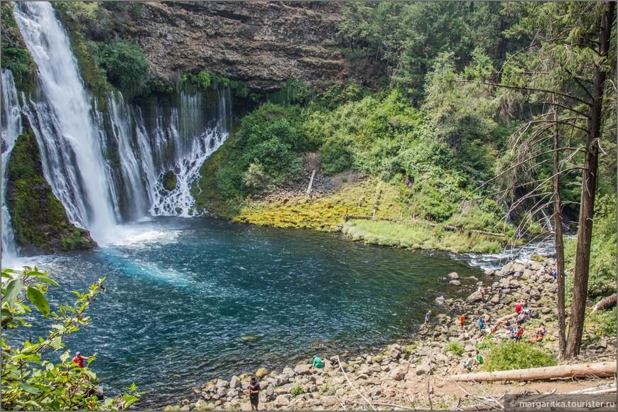 у этого водопада тоже есть свои купальщики, но не в таком массовом заплыве, как у соседних водопадов McCloud http://margaritka.tourister.ru/photoalbum/25380