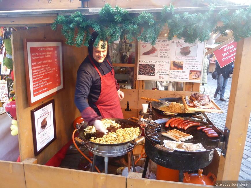 Традиционные  рождественские вкусняшки: Картошечка, тушёная квашенная капуста и кровяночка с перловкой под брусничным вареньем!