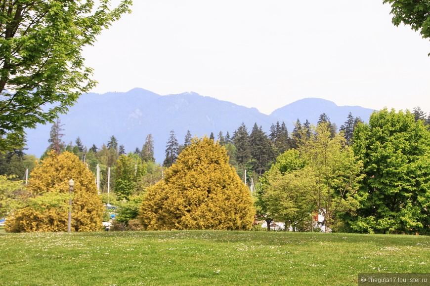 Горы, невероятно красивые Скалистые горы, очень украшают парк и обрамляют его изысканной рамкой.