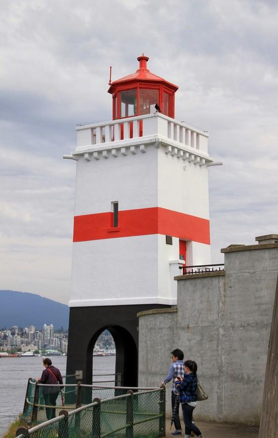 Маяк Ванкувера. Дорожка по периметру парка непременно приведет к маяку и поведет вас дальше. Если, конечно, сил хватит...