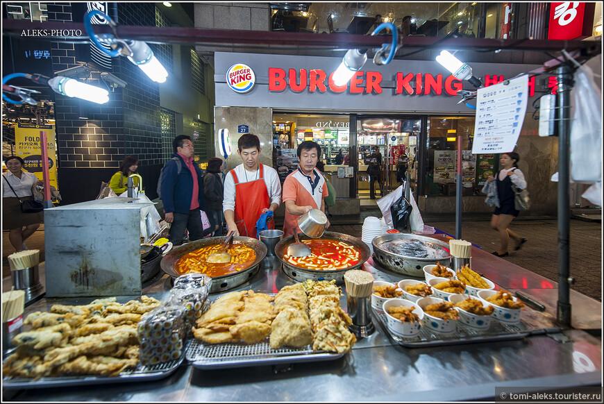 Что же любят есть на вечерней прогулке корейцы? Во-первых все это жаренное на масле. И подходит далеко не всем.