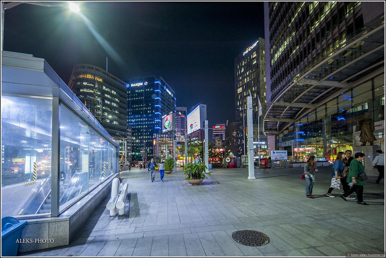Конечно, мы увидели лишь малую часть всего, что предлагает Сеул туристам. Но думаю, что вам уже понятно, что город современный..., Ночное пиршество в огнях Сеула (Южная Корея)