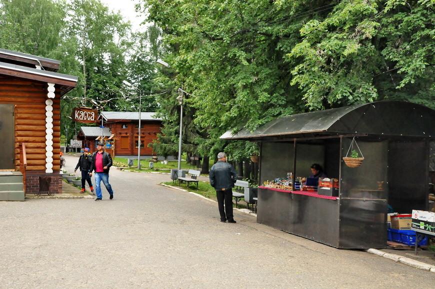 07. Сувенирные лавки, туристов тут много, вереница торговых точек мне напомнила Великий Новгород.