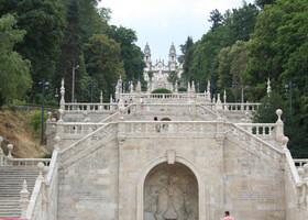 Лестница к храму Богоматери Исцеляющей